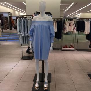 Vestido ombro a ombro e sandália Flatform Zara