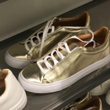 Tênis dourado Zara